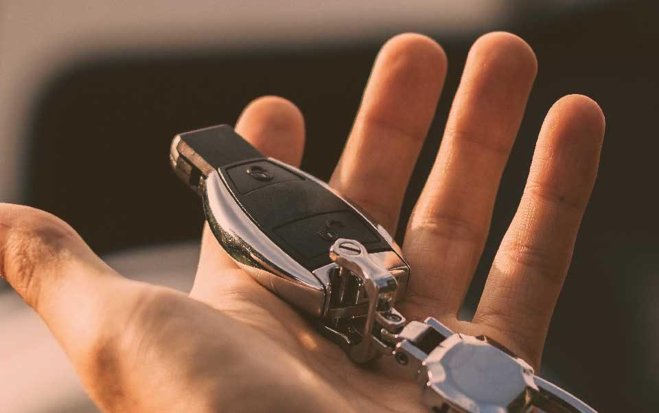 cartrack, sempre em controlo, tecnologia automóvel, chaves do carro, roubo, localizador gps