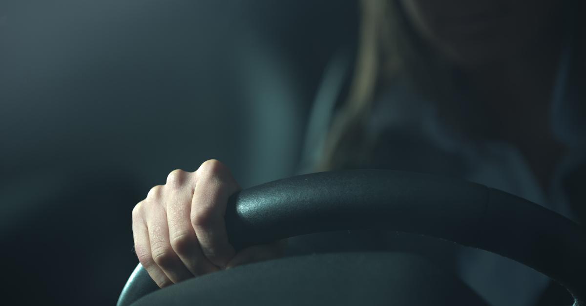 mulher conduzir noite carjacking